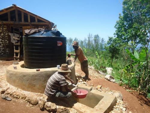 Mubea hilft in Haiti - Zisternenbau